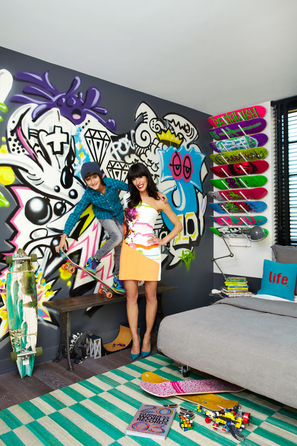 Swooning over art with guest curator athena calderone for Graffiti style bedroom designs