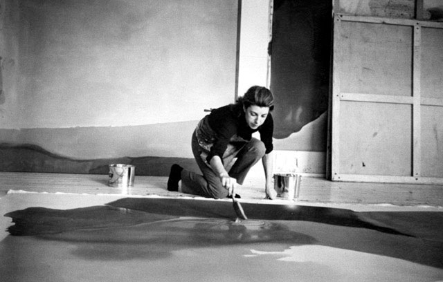 Jewish-American-abstract-expressionist-painter-and-artist-Helen-Frankenthaler-photographed-working-in-her-new-york-studio-by-Austrian-photographer-Ernst-Haas-3