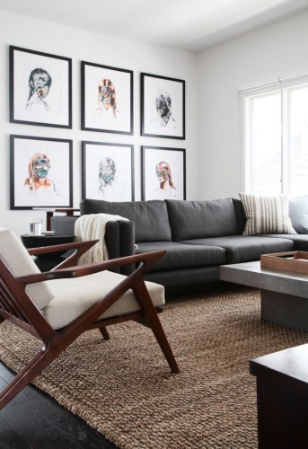 grid-like-gallery-wall-in-living-room-decor